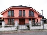 BELLA Real Estate ponúka na predaj nadštandardný  8izb. rodinný dom v Rovinke