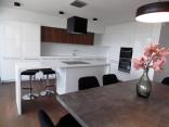 BELLA Real Estate ponúka na prenájom 3 izb. byt s terasou s výhľadom na hrad v novej vile na Slavíne