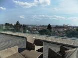 BELLA Real Estate ponúka na prenájom 3 izb. byt s terasou s výhľadom na celú Bratislavu v novej vile na Slavíne