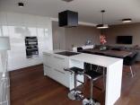 BELLA Real Estate ponúka na predaj 3 izb. byt s terasou s výhľadom na hrad v novej vile na Slavíne